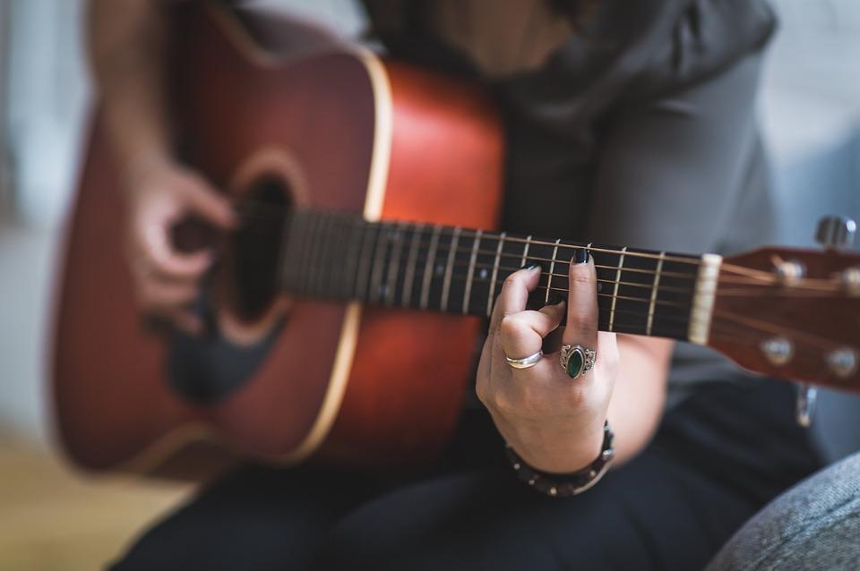 guitariste-femme-celebres-allegro-musique