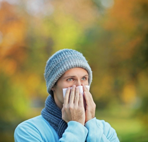fall_allergies_man_sneezing_630_px