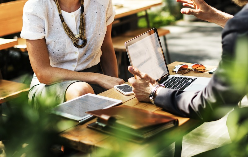 In-person Networking: 3 Golden Questions for Making Real Connections that Generate Value | Broker Online Exchange