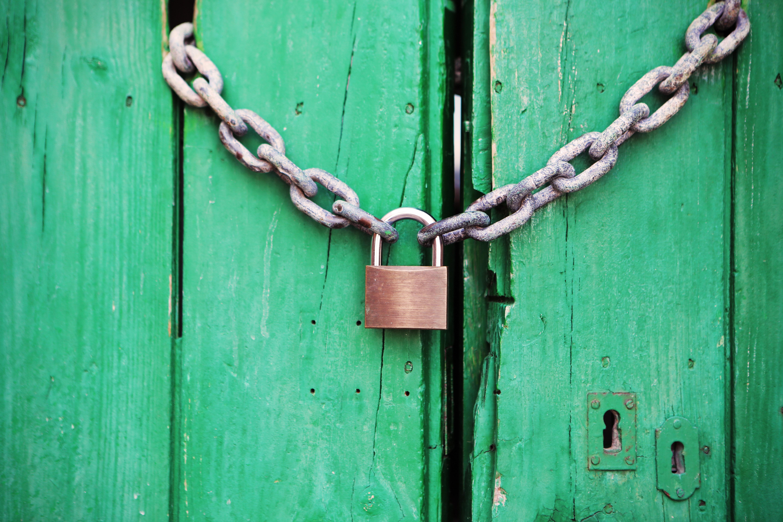 door-green-closed-lock-4291