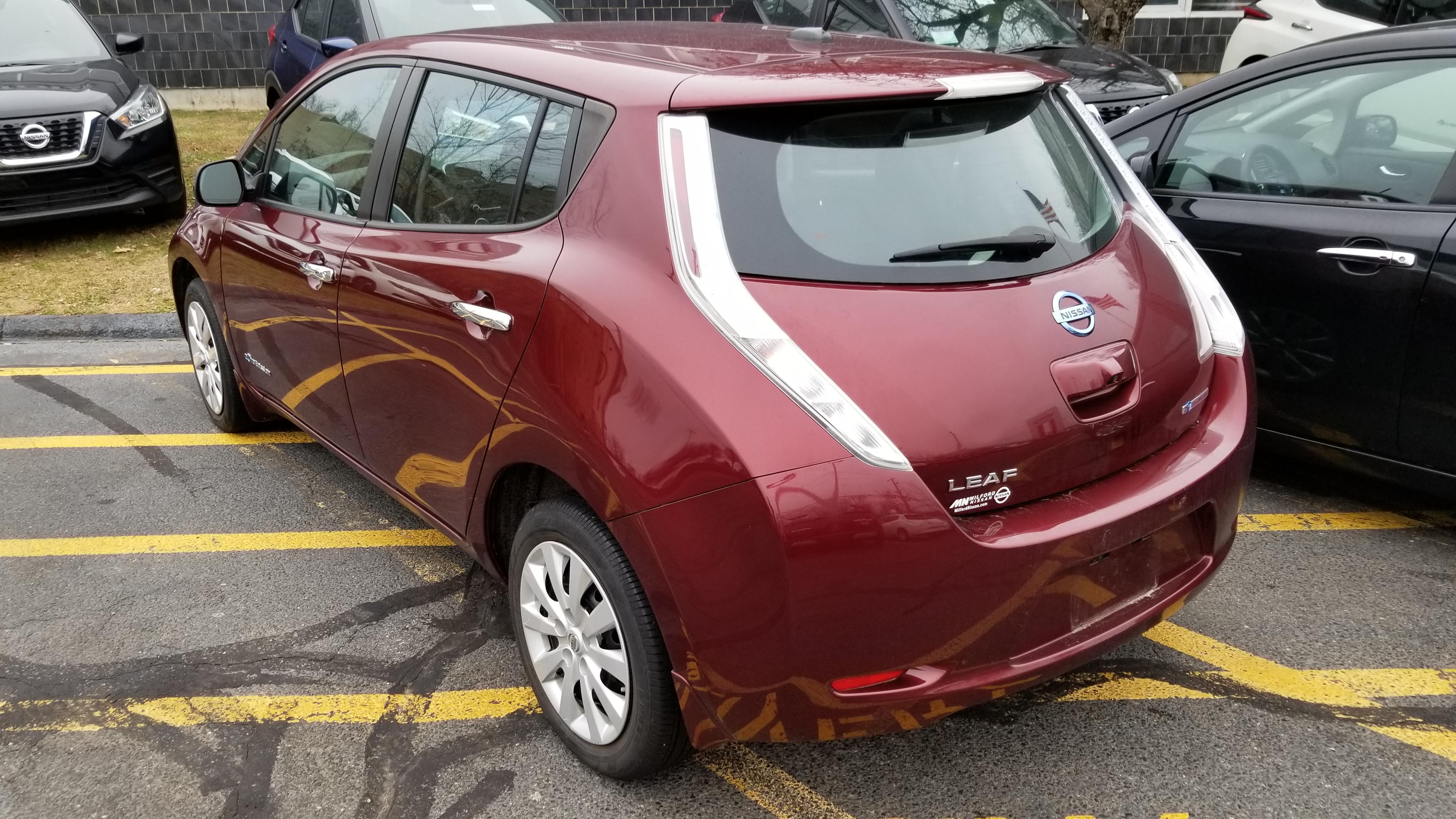 Used Nissan LEAF S, 2016