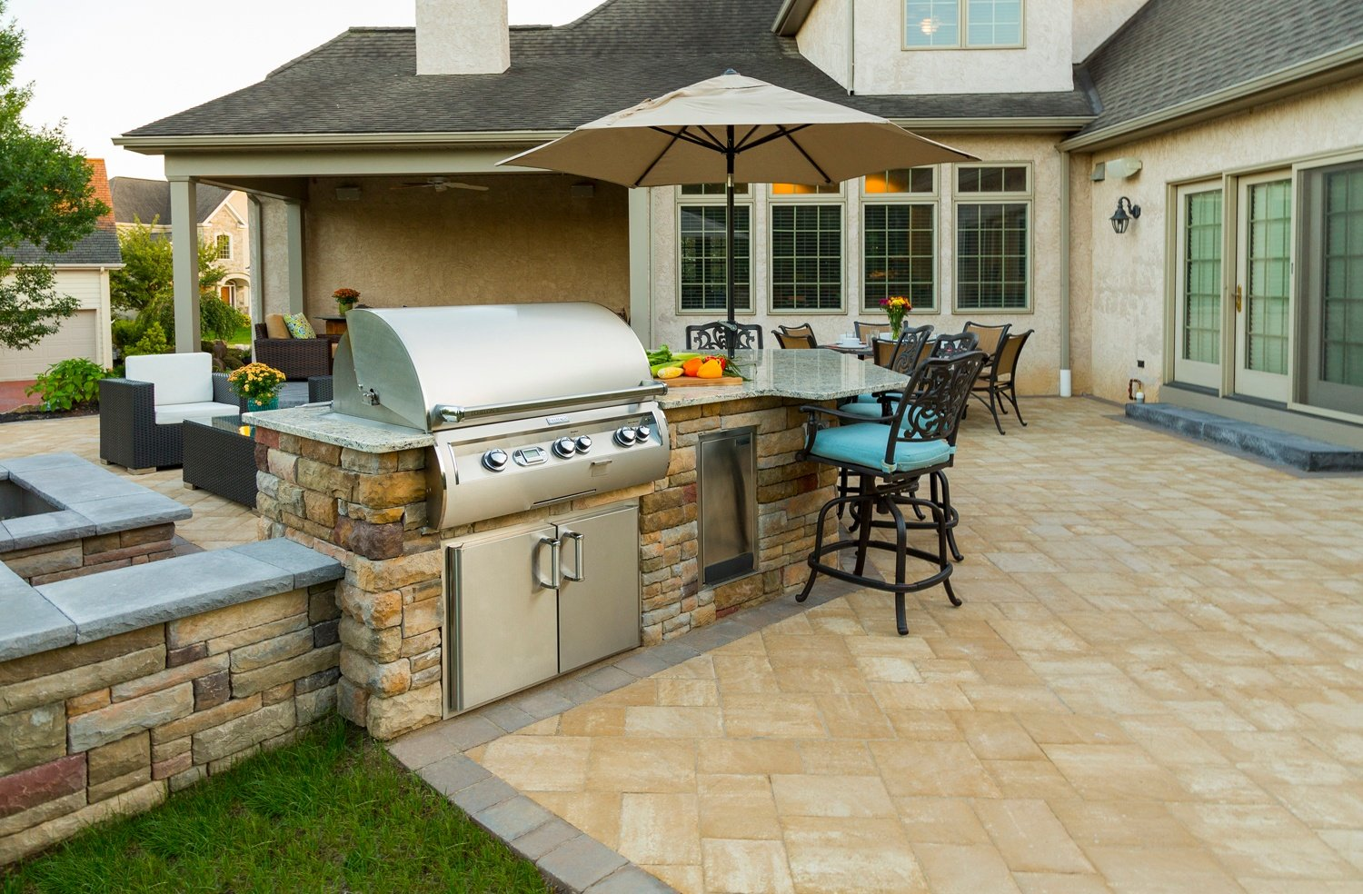 How Much Does an Outdoor Kitchen Cost? Prices to Expect in ...