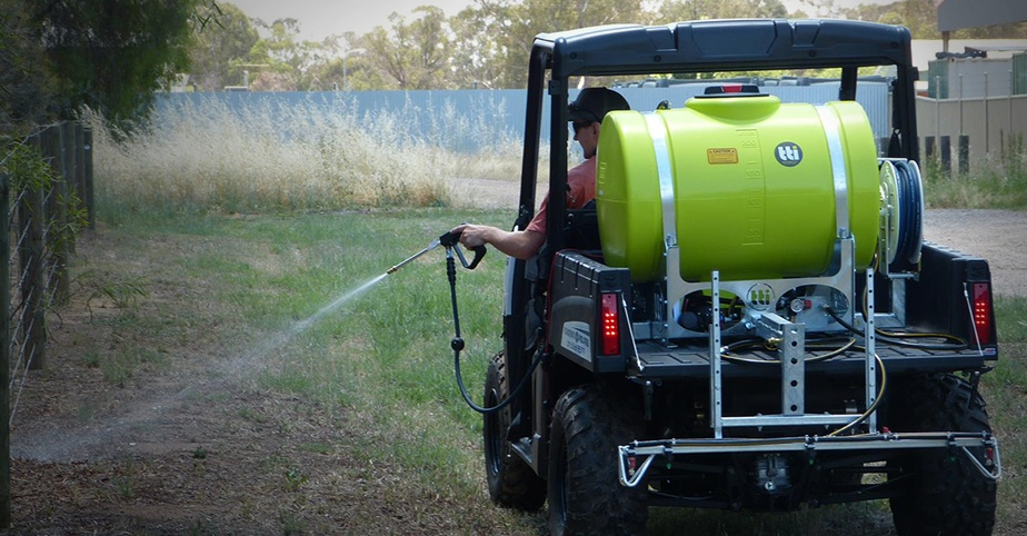 hs-blog-2018-Australias-most-versatile-12v-UTV-Ute-sprayer-Australian-Made-20-Year-Tank-Warranty---ontray