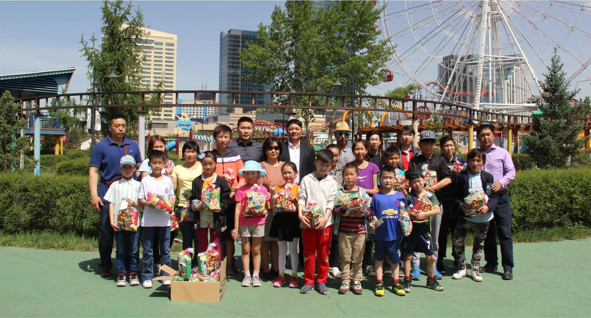 NCD Group хүүхдийн баярын өдөр БҮТЭН ӨНЧИН ХҮҮХДҮҮДИЙН ХӨГЖЛИЙН  САНгийн 100 хүүхдийг баярлуулав