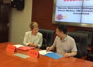 Signing of MoU between BGU & HNUST by Prof J Mitchell (DVC, BGU) & Prof Liu Youjin (Vice President of HNUST)