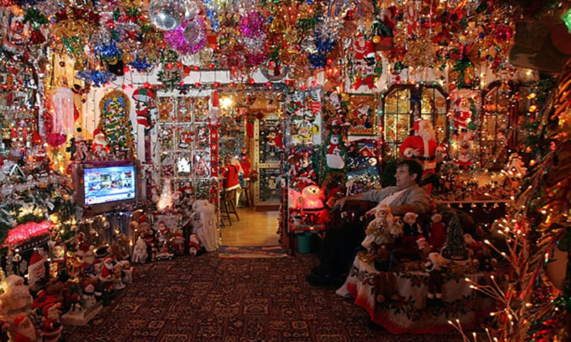 Overly Christmas.The Most Extravagant Christmas Light Displays In The World