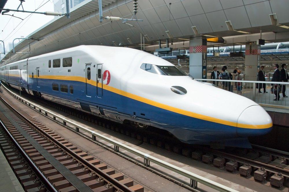 Shinkansen-bullet-train-at-Tokyo.-Vacclav-Shutterstock.com_