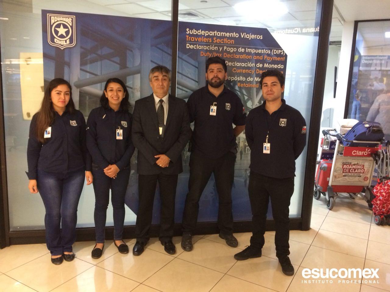 Foto de alumnos en práctica de ESUCOMEX visitan servicio nacional de aduanas