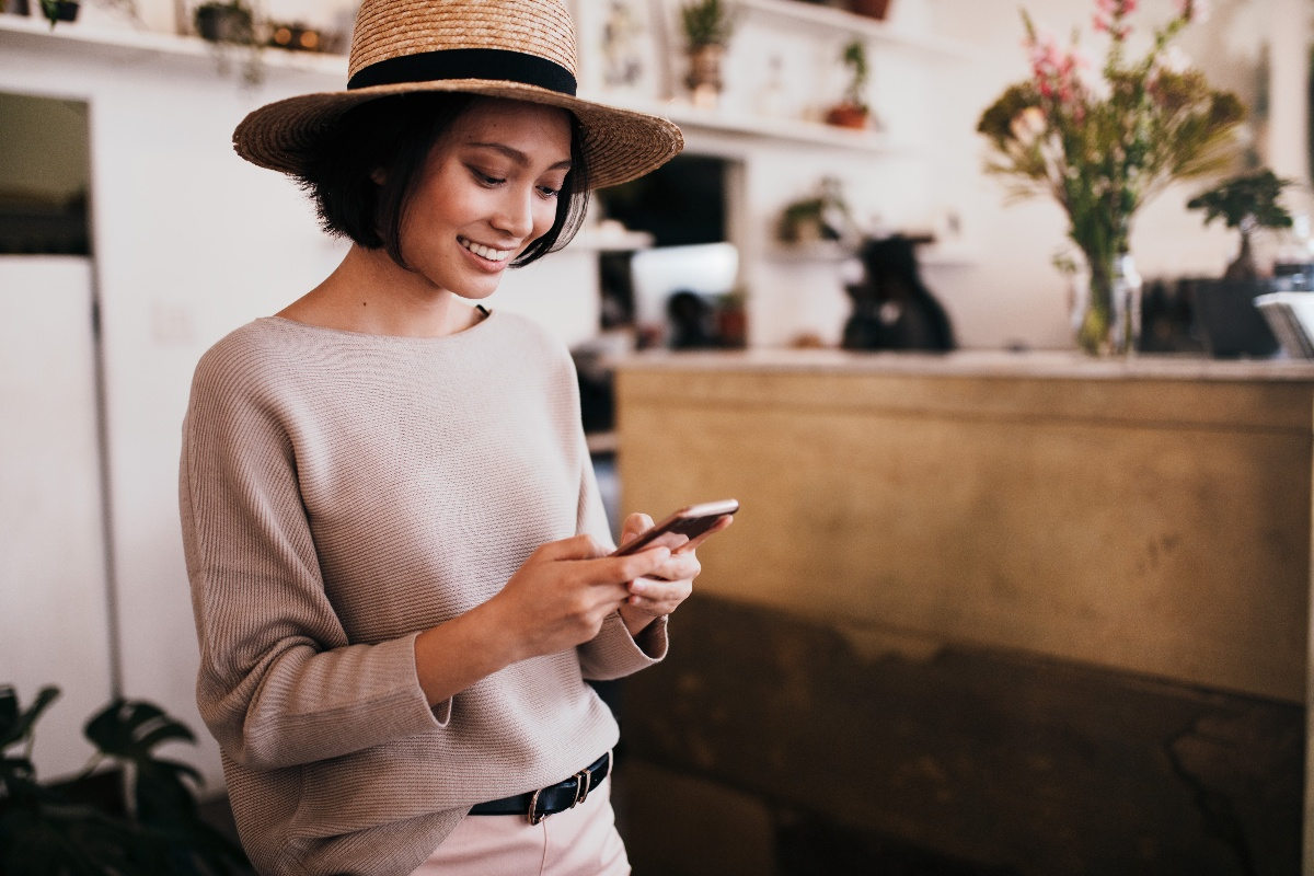 technology-cafe-message-smiling-mobile-phone-woman-asian-phone-happy-typing-cellphone-cell-phone_t20_nozByn-1