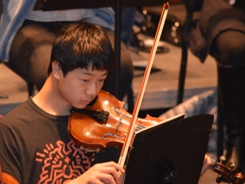 A violinist rehearses in Loudoun Symphony Youth Orchestra (LSYO)