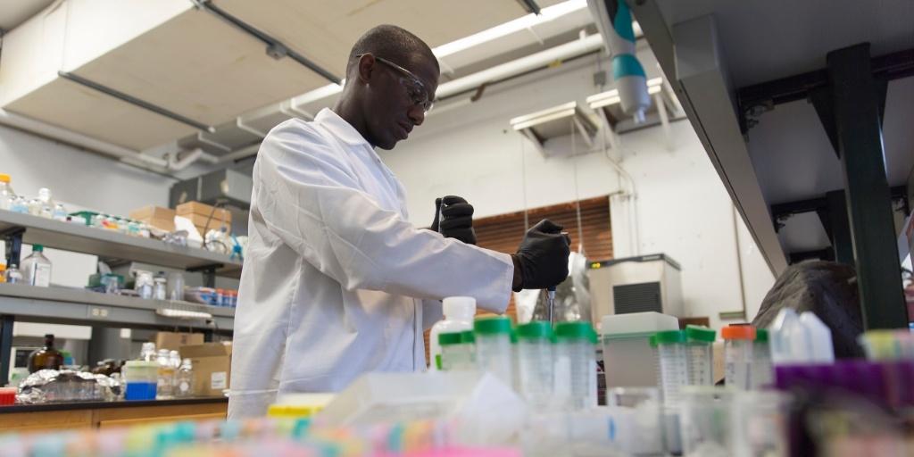Cooke Scholar William Tarpeh in the lab