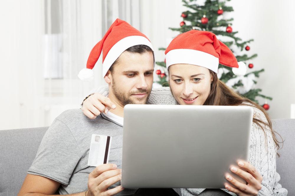 pareja-comprando-publicidad-digita.jpg