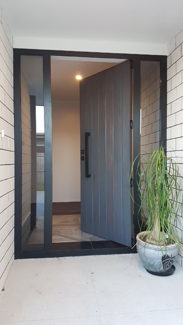 vulcan+ solid timber front way in entrance.jpg