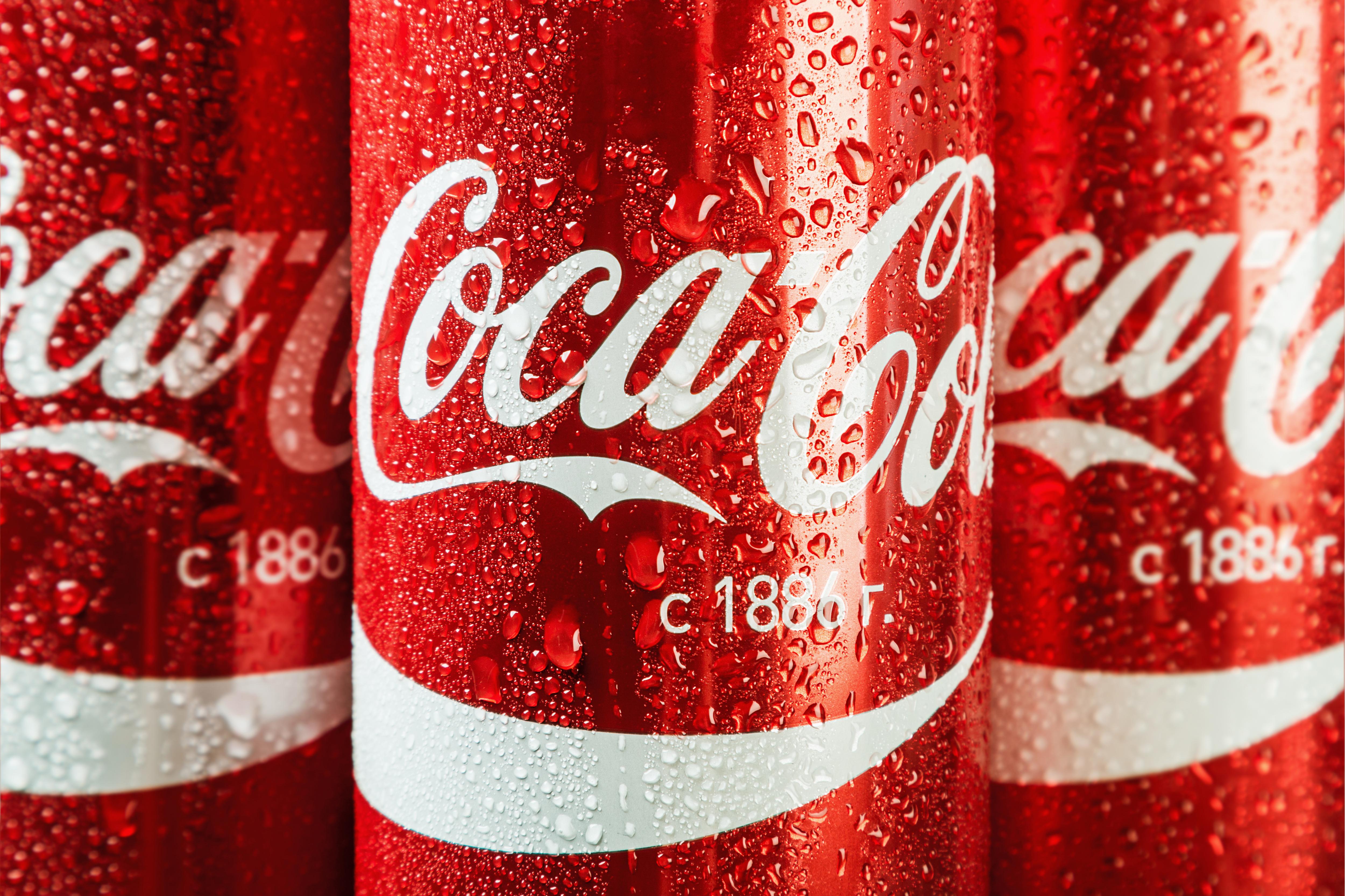 il-marchio-intramontabile-e-riconoscibile-della-coca-cola-come-è-nato