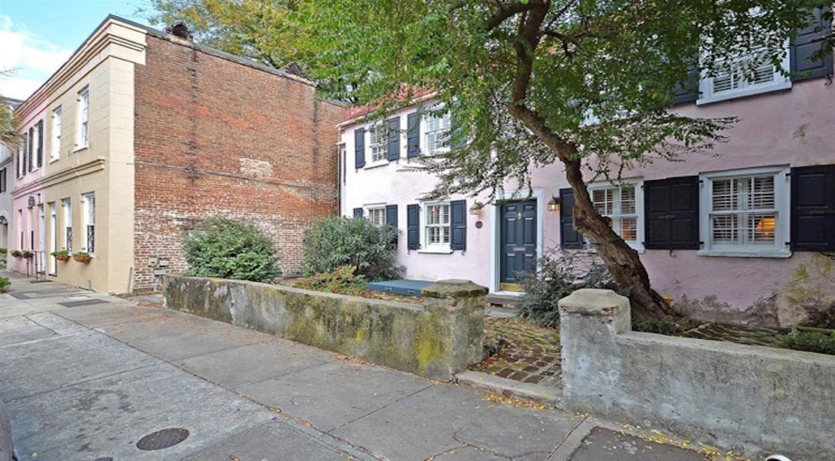 Tremendous Living In Charleston Sc The Allure Of A Historic Carriage House Download Free Architecture Designs Itiscsunscenecom