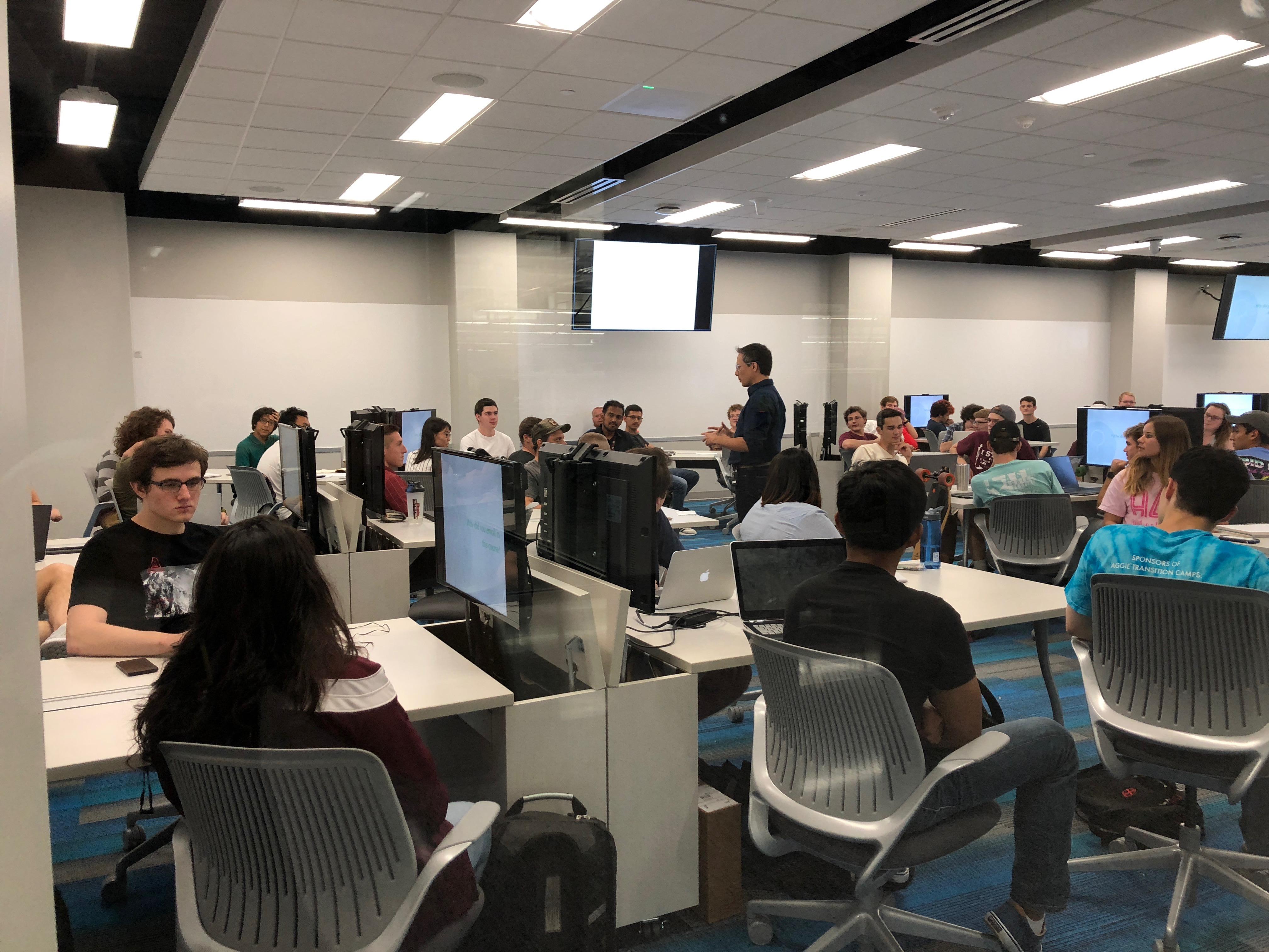 professor-teach-class-active-learning-classroom (3)