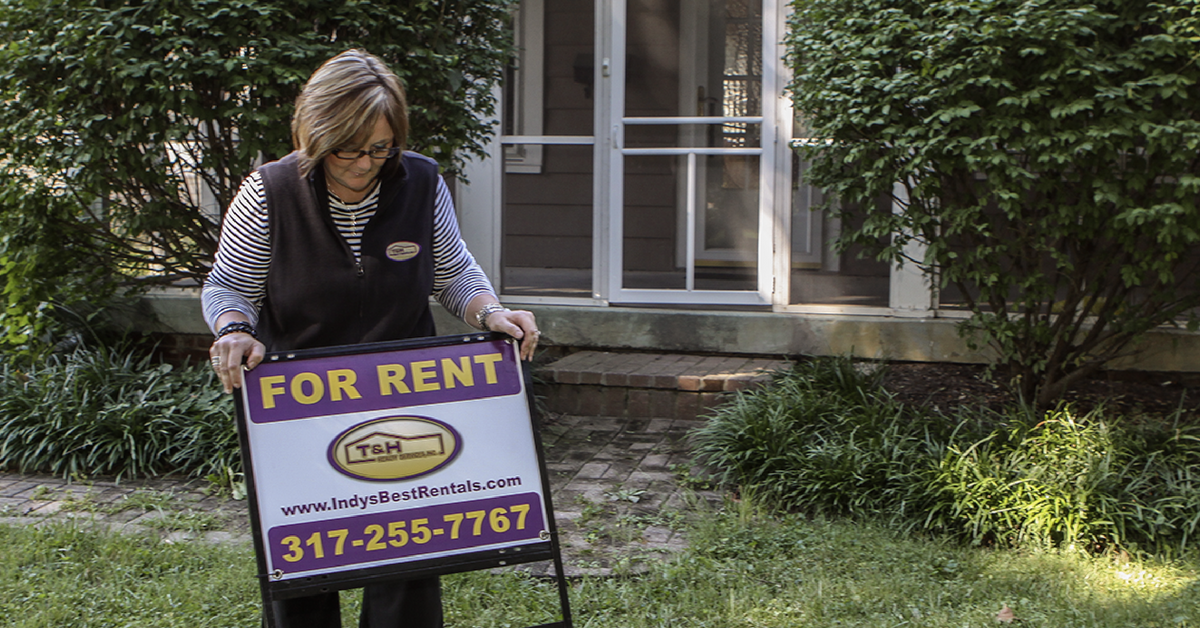 setting up for rent sign