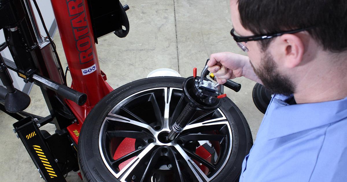 technician using tire changer
