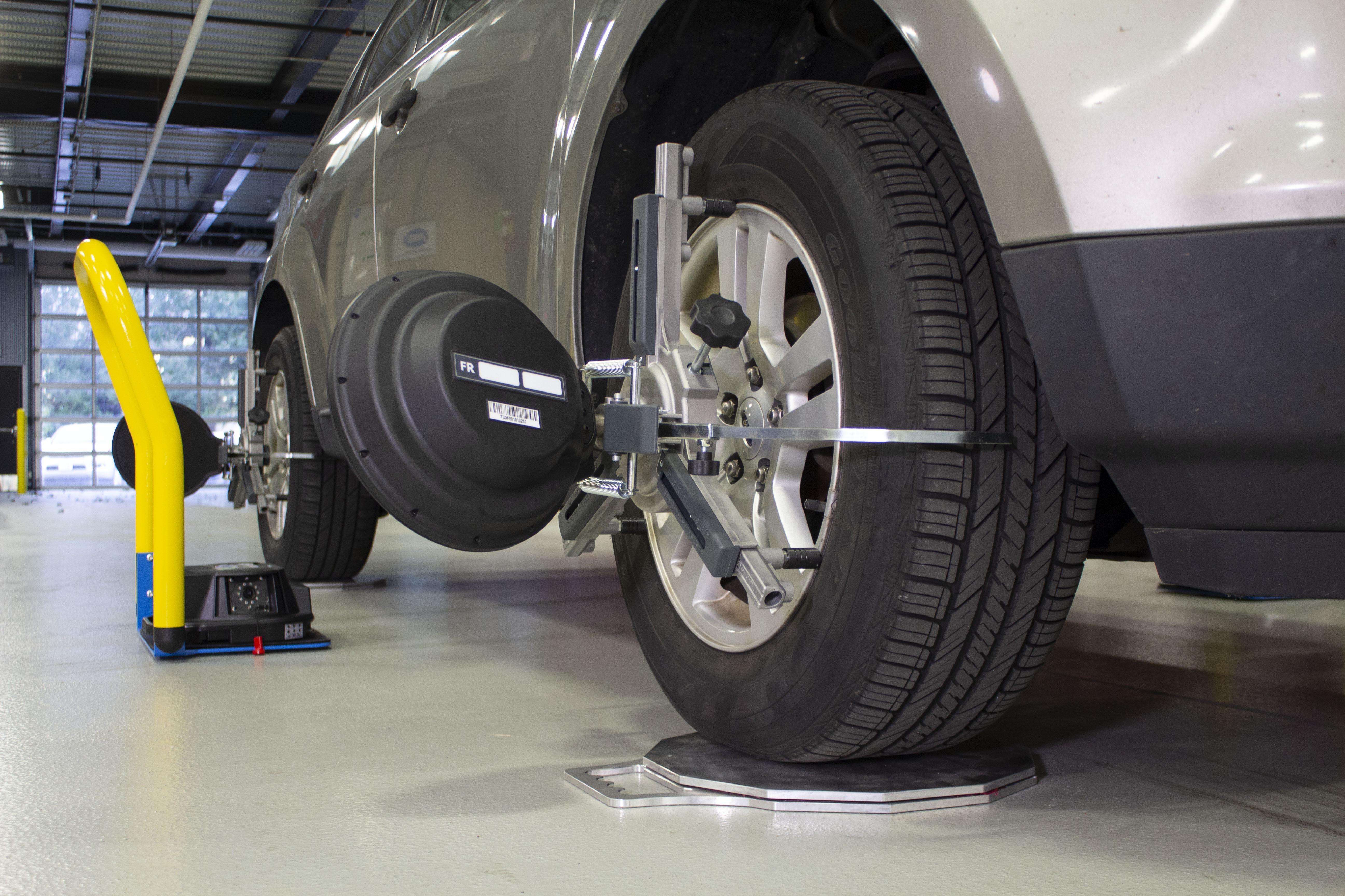 Rotary wheel service alignment equipment