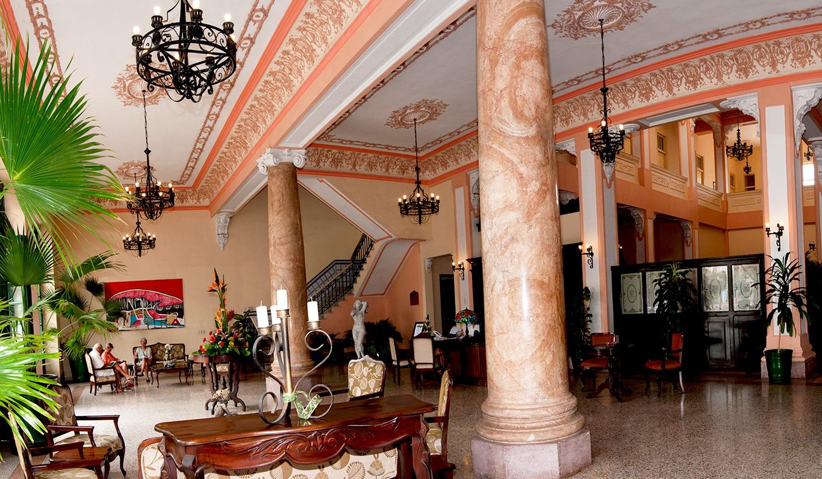 Hotel-Velasco-Lobby