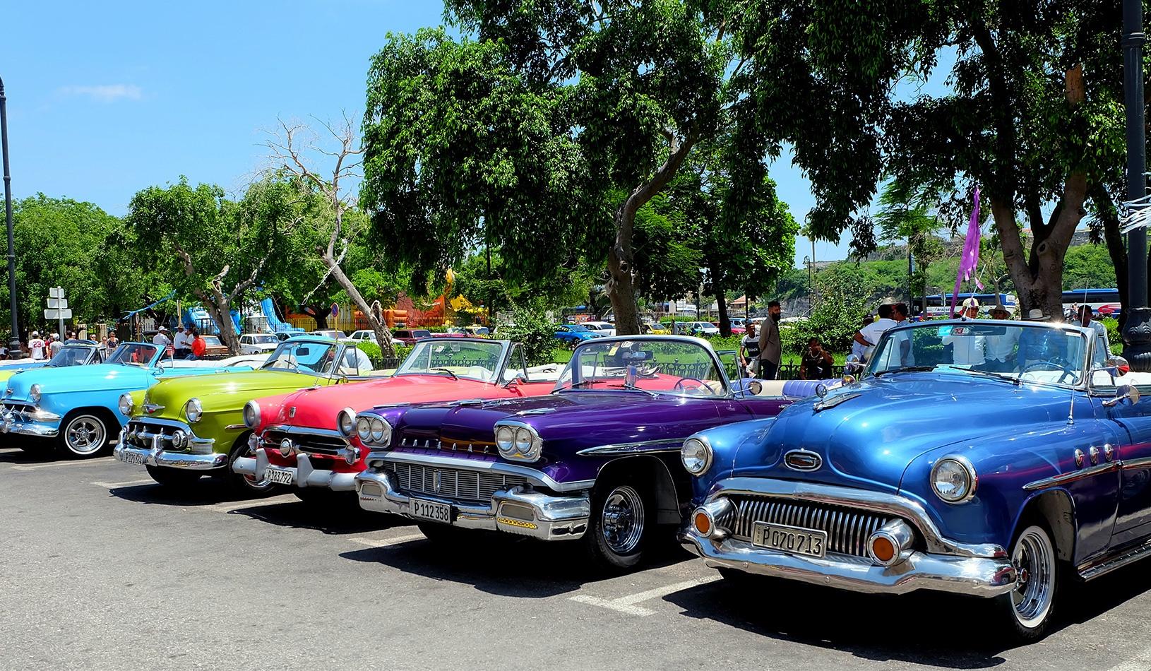 Cuba-Rainbow-Cars-LGBT