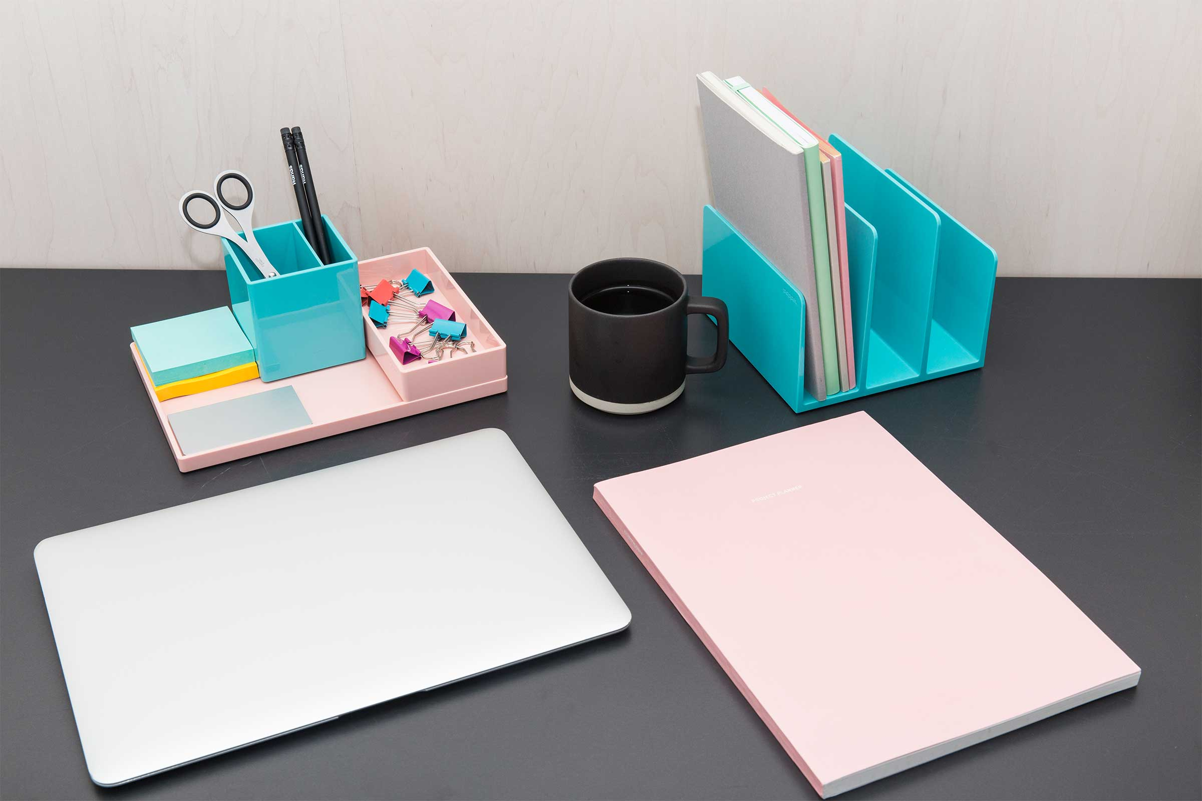 tidy-desk-paper-organization