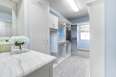 7 Creative Ways To Turn Walk In Closets Into Live In Closets