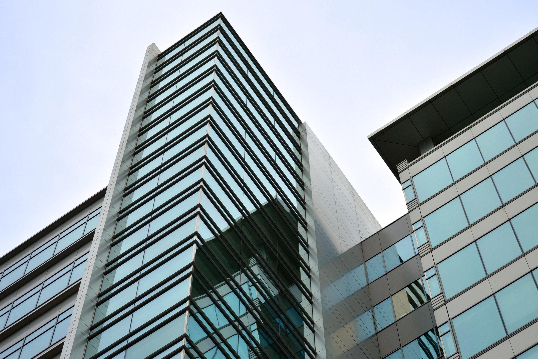 blue-and-black-glass-building-exterior-164572