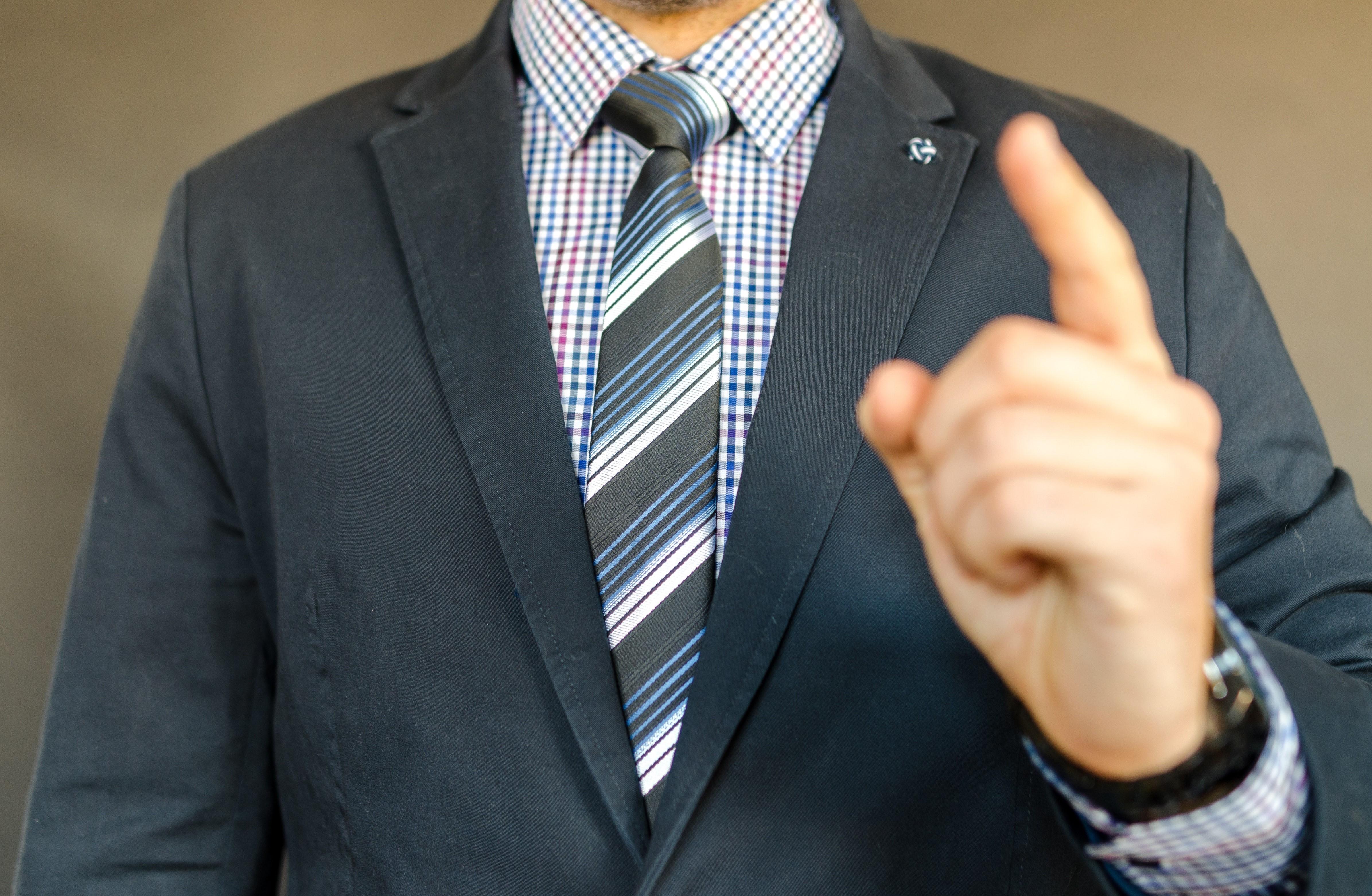 man-in-suit-652352