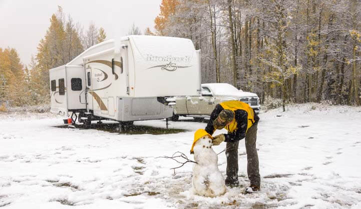 03-721-Winter-RV-trip-in-the-snow
