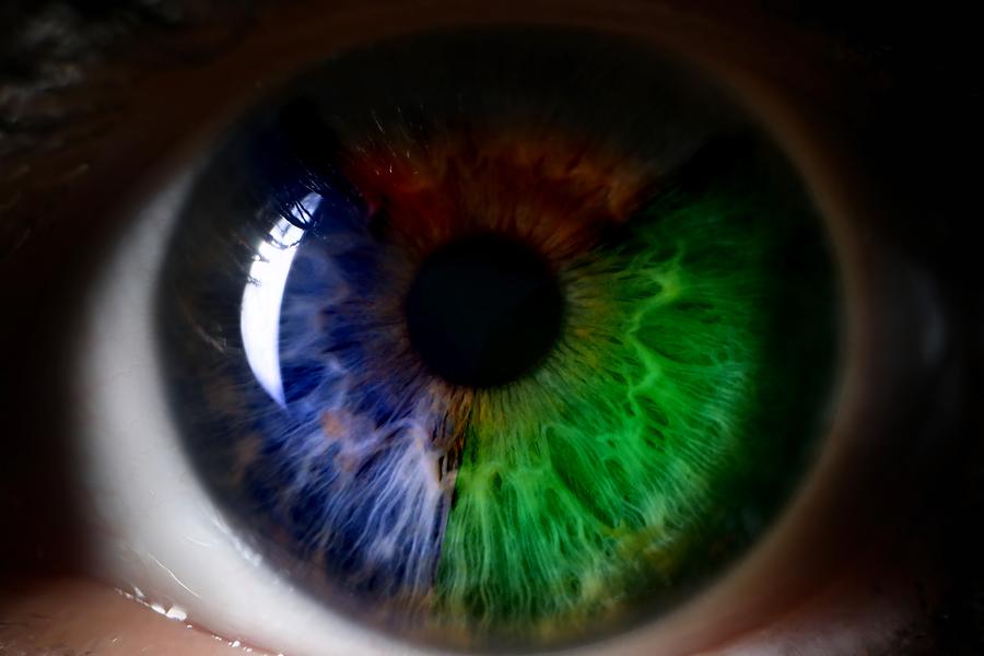 Red-Green-Blue-Human-Eye-Close-perception