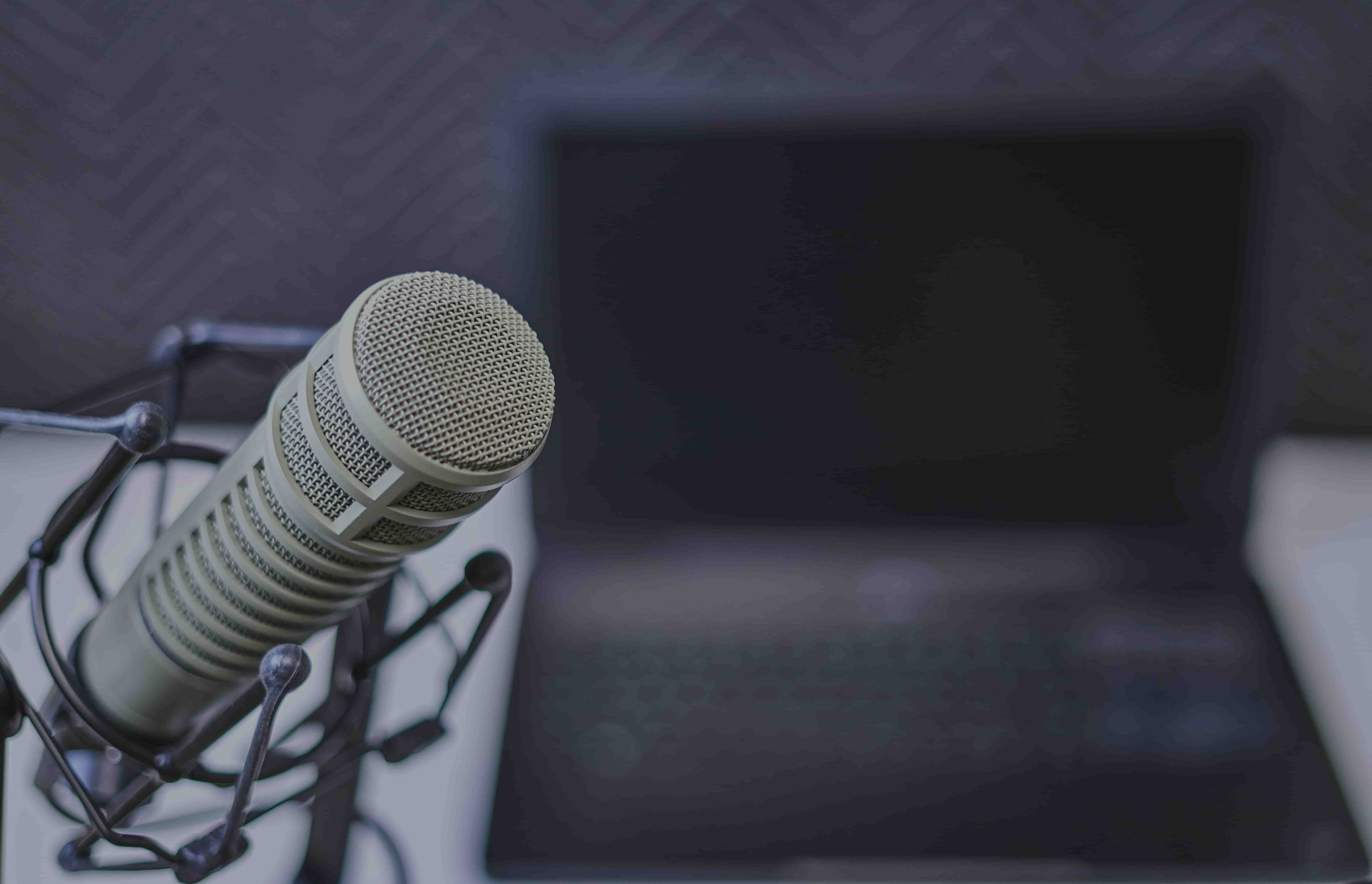 Transcribe interviews with automated transcription