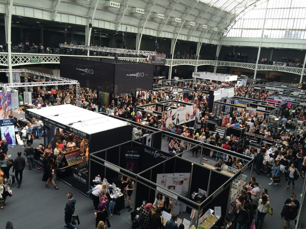 Pros and Cons of Doing a Trade Show for Your Product