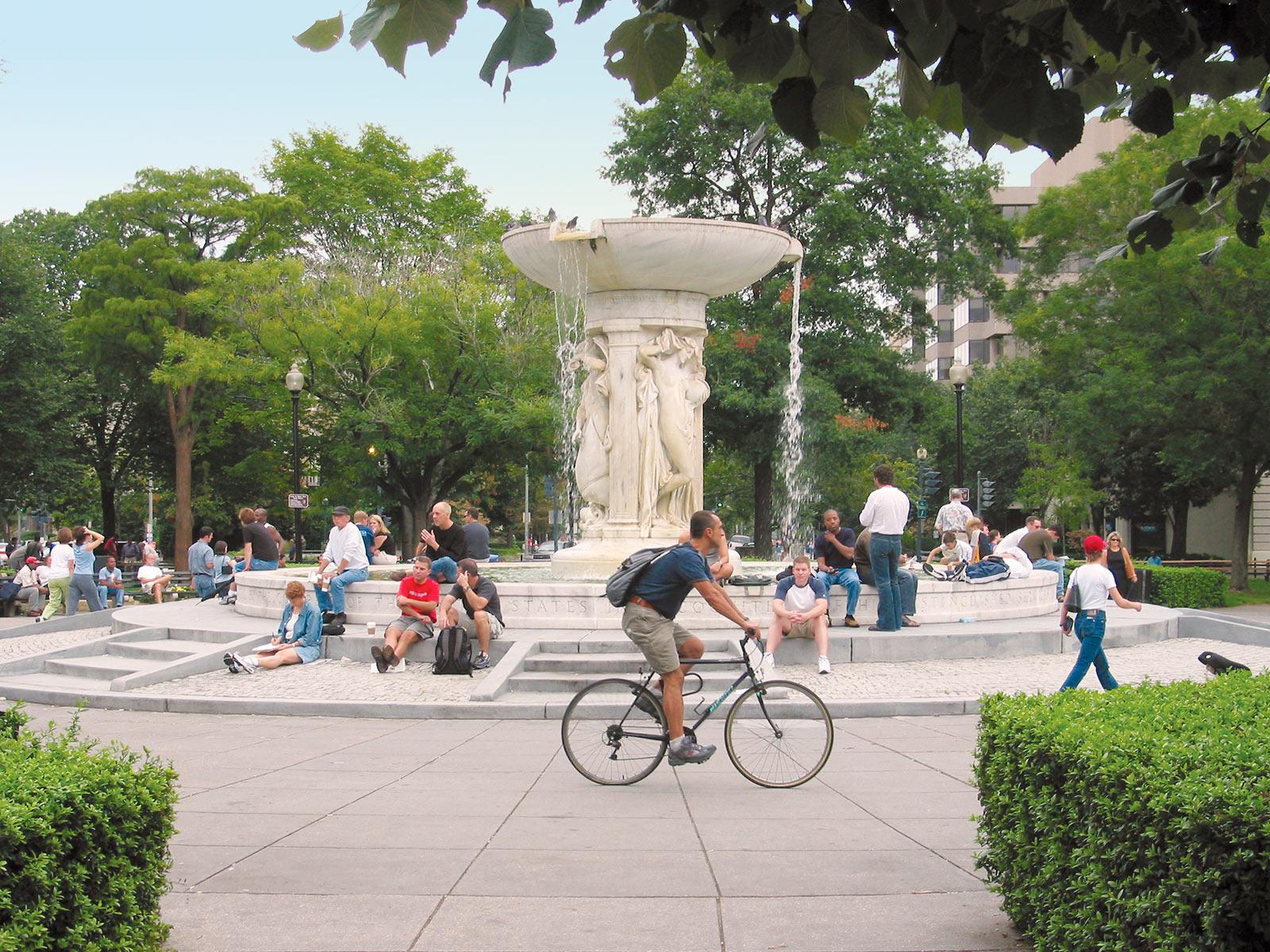 man-on-bike-dupont-circle-fountain