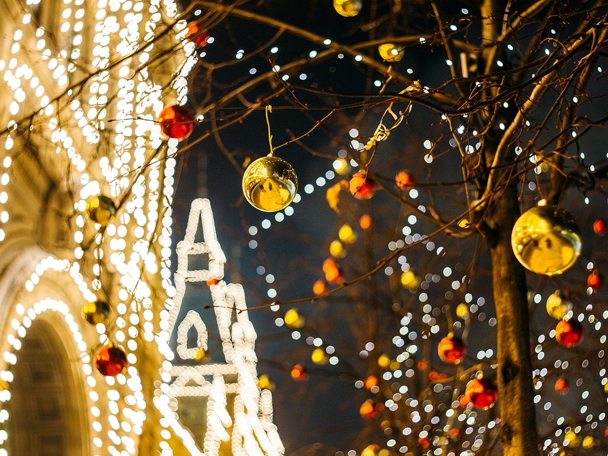 holiday-season-decorations-community-at-your-property-lease-up-tenants-residents-guests