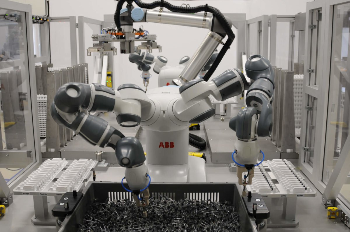 Robotic retrayer ABB and Pickit 3D, bin picking syringes and putting in trays