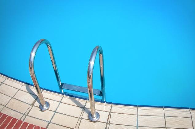 Repair or Replace: Swimming Pool Tiles