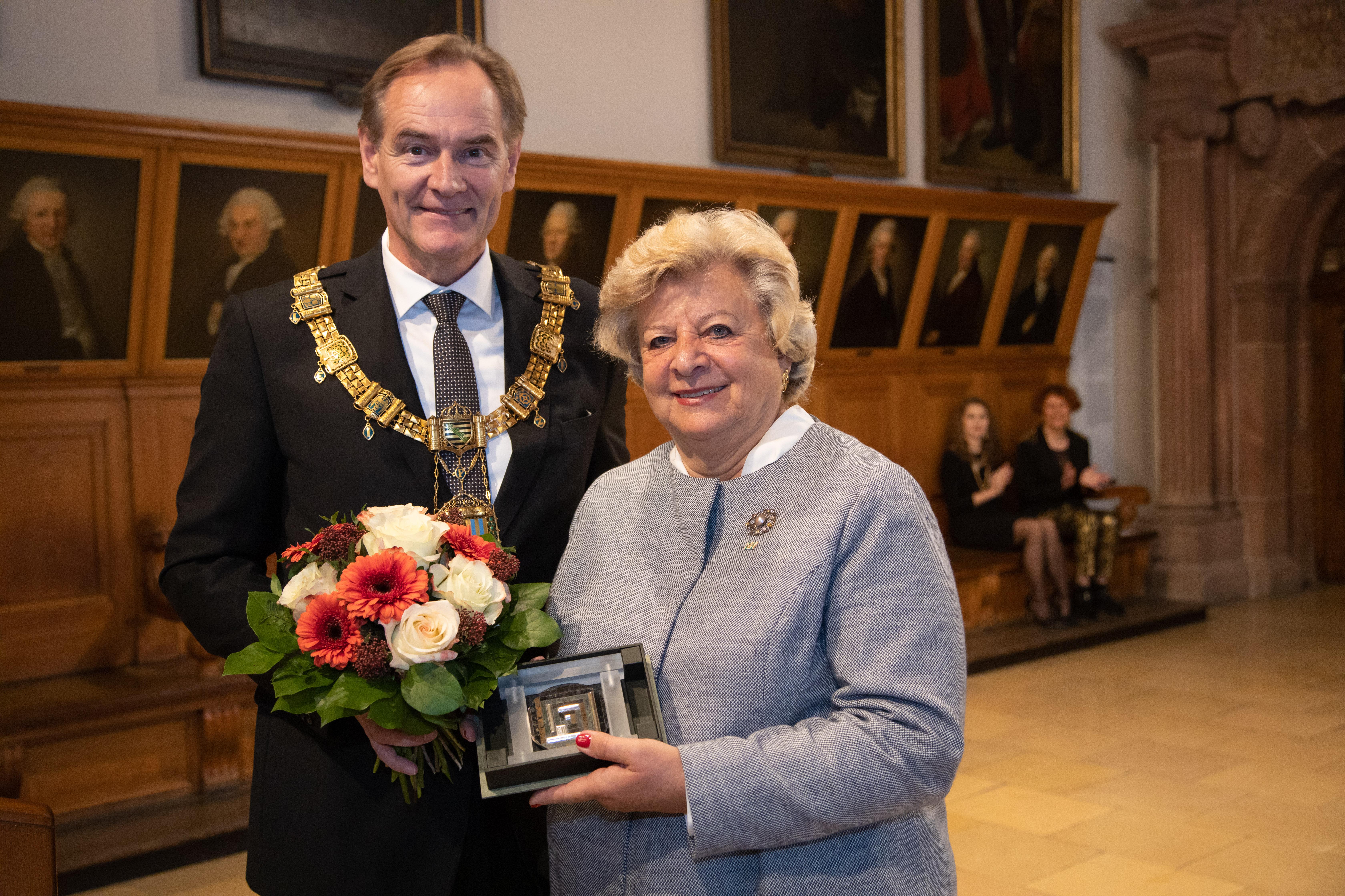 Verena von Mitschke-Collande erhält Ehrenmedaille der Stadt Leipzig