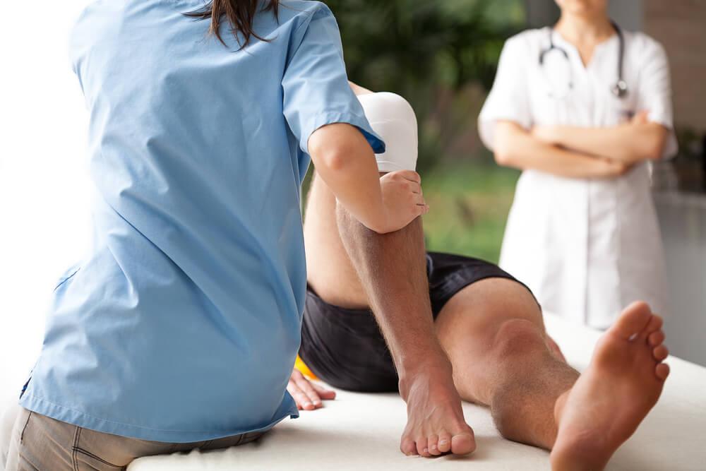 https://cdn2.hubspot.net/hubfs/404075/%5BBLOG_UNIP%C3%8A_GRAD%5D_Imagens_/qual-o-papel-do-fisioterapeuta-descubra-agora.jpg