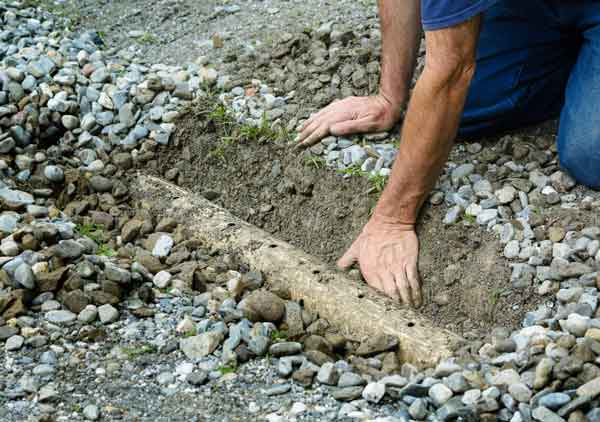 guy_digging_french_drain
