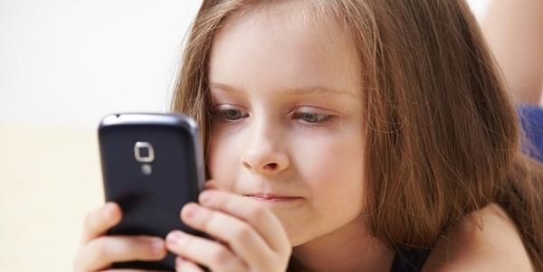 Resultado de imagen para niños y celular