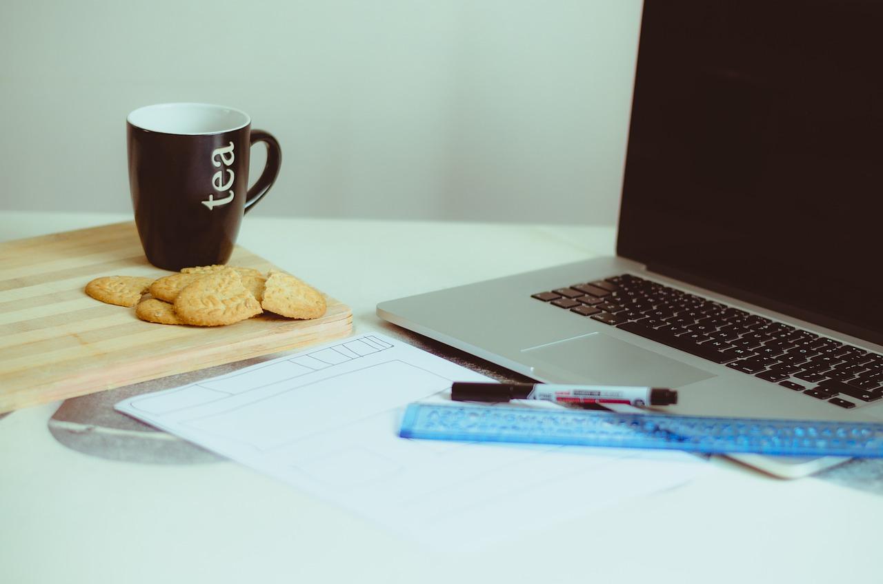 macbook, cookies and a cop of tea