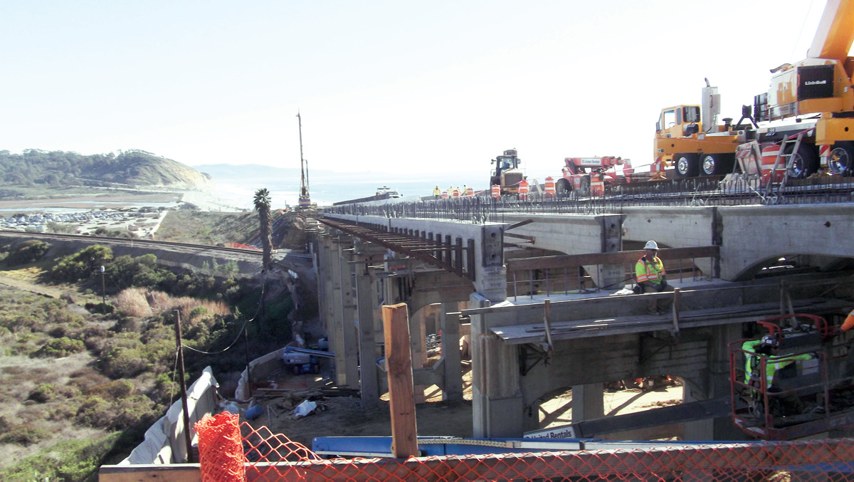 Construction on the North Torrey Pines Road Bridge);