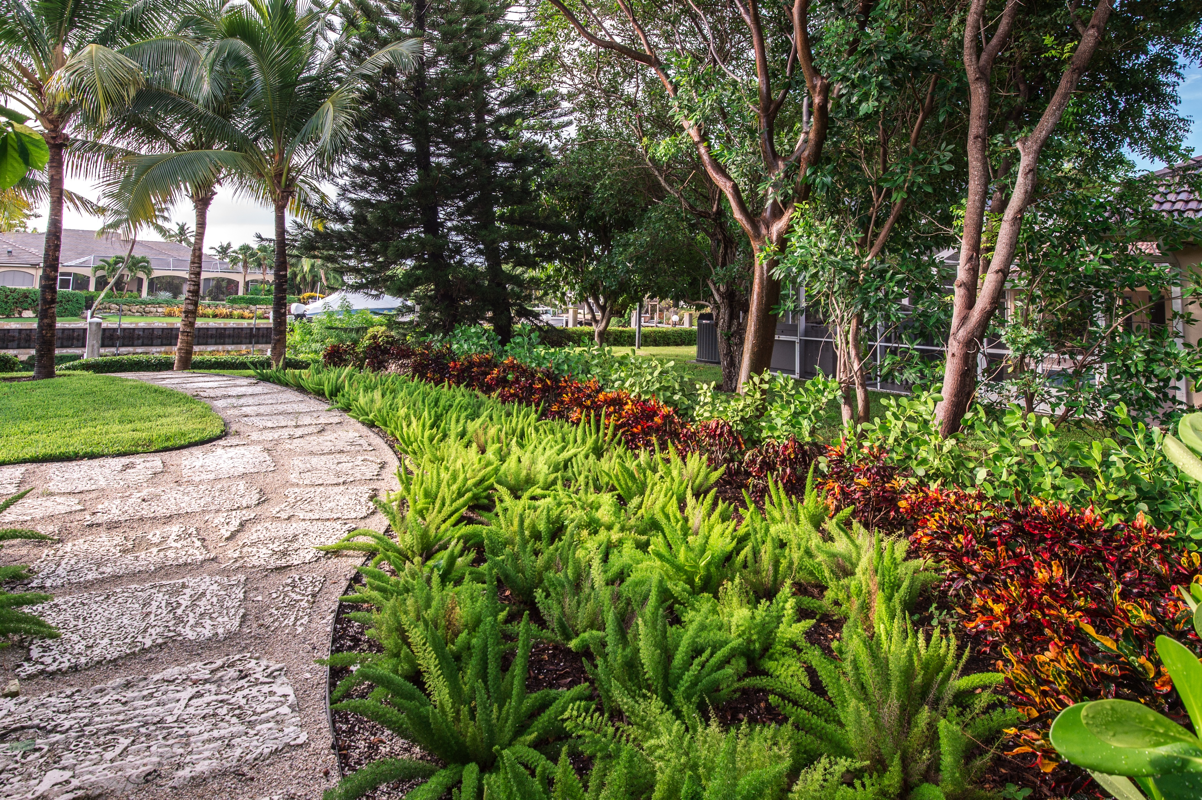 Professional gardening vs basic landscape maintenance why for Basic garden maintenance