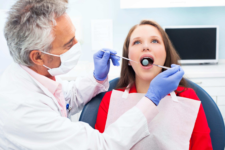 young_woman_at_dentist
