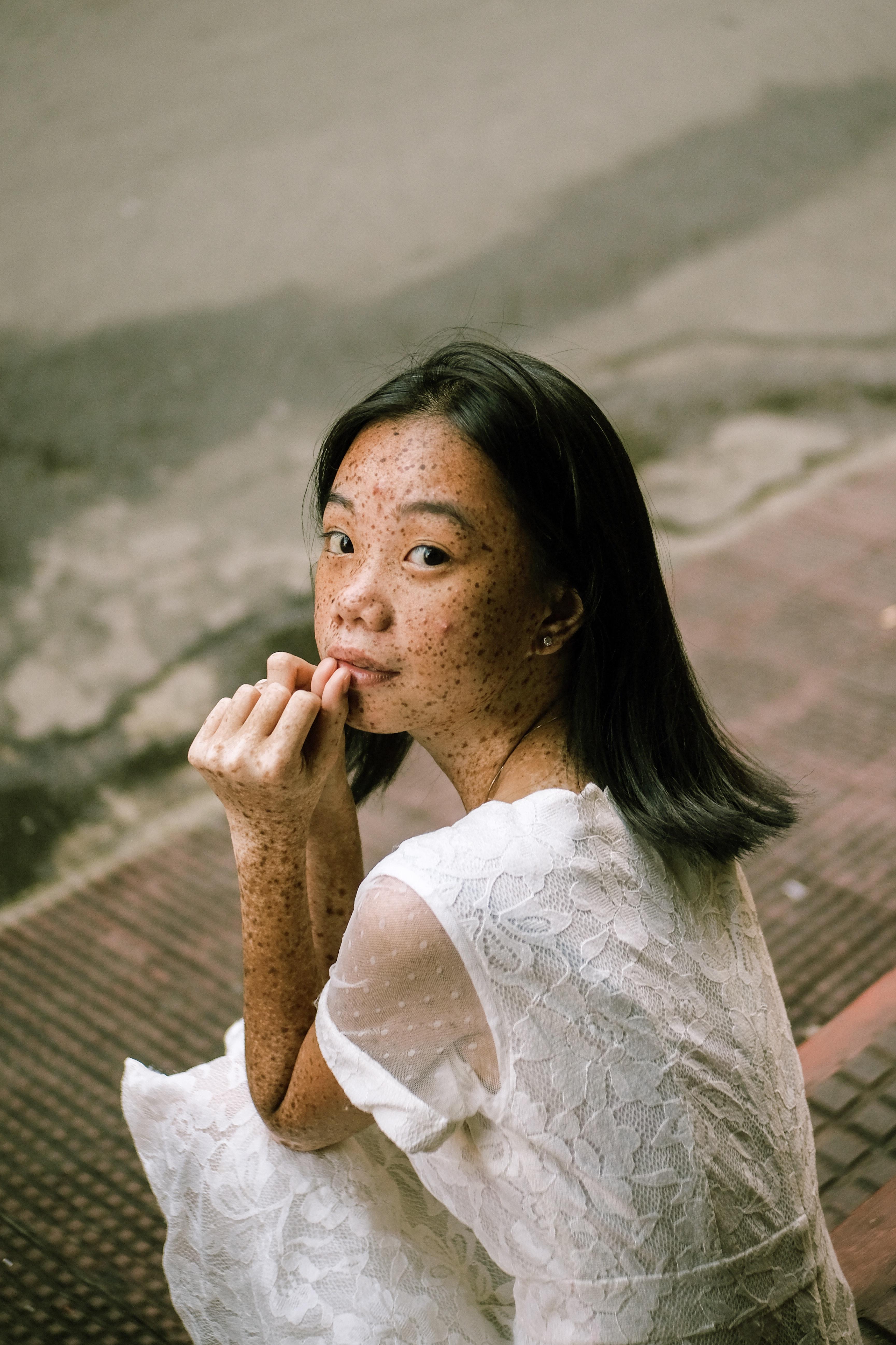woman-sits-on-pavement-2709385