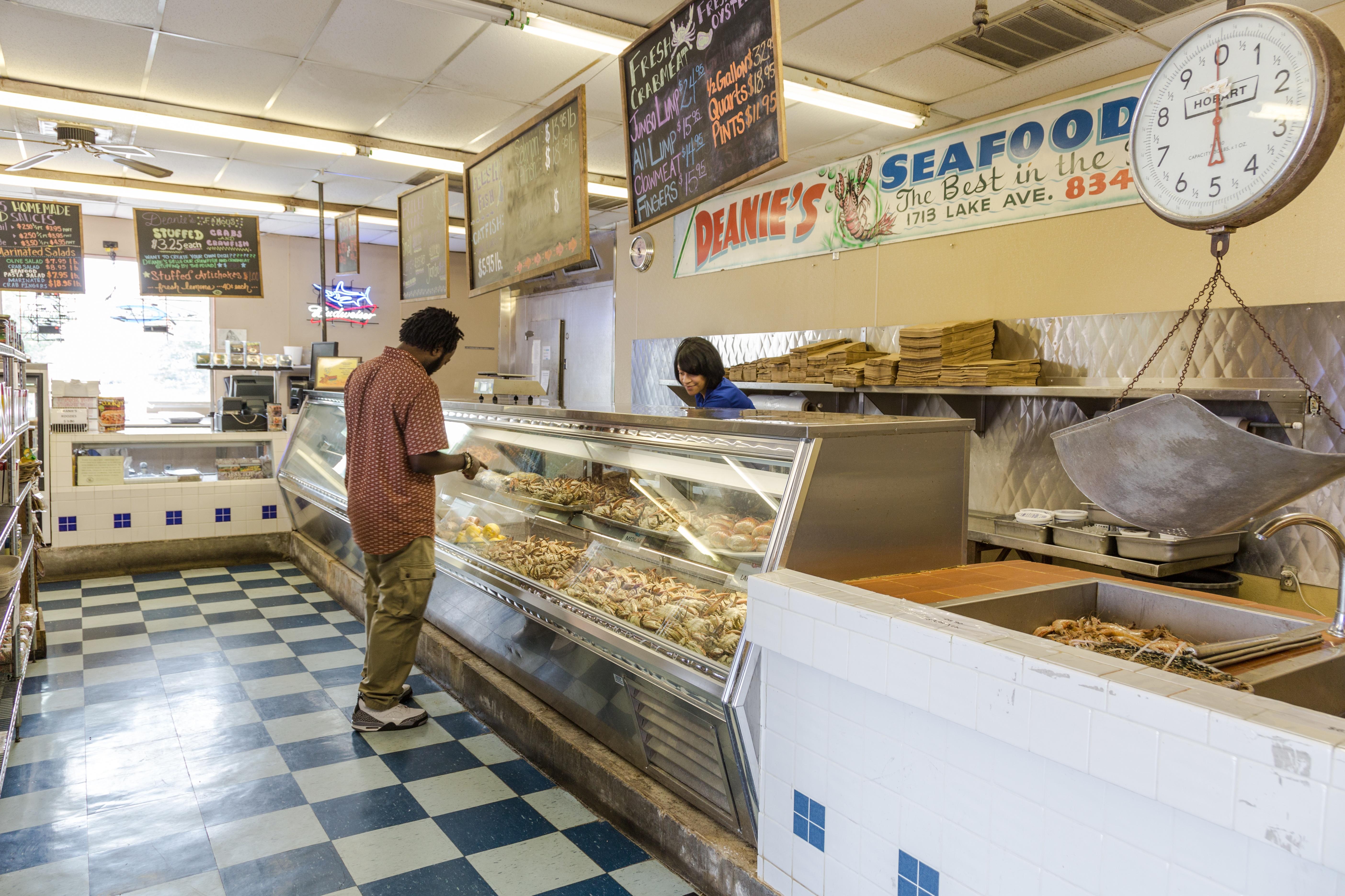 Deanies_Seafood_Market_Bucktown_Metairie_Crawfish_Seafood_louisiana