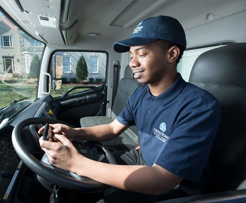 Photo of Averitt agent sending customer a delivery notification