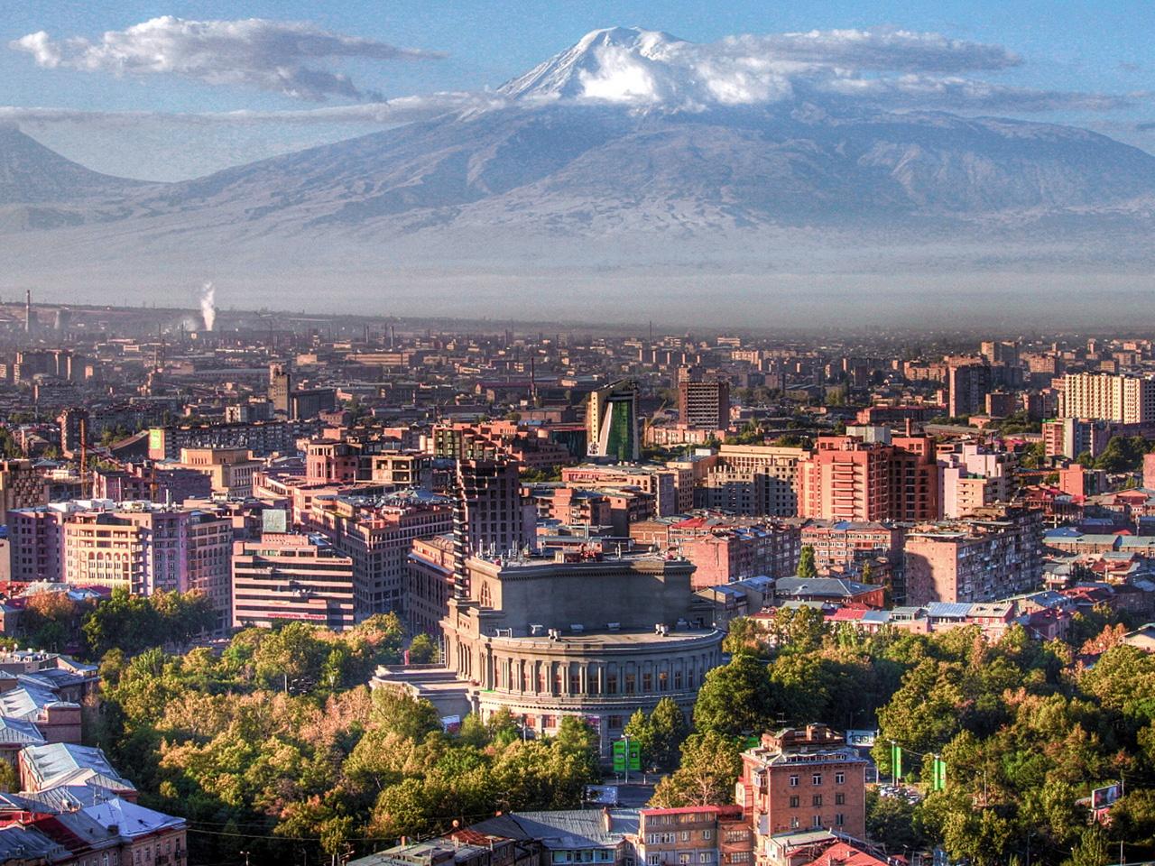 Yerevan_cityscape_in_Armenia_1280x960.jpg