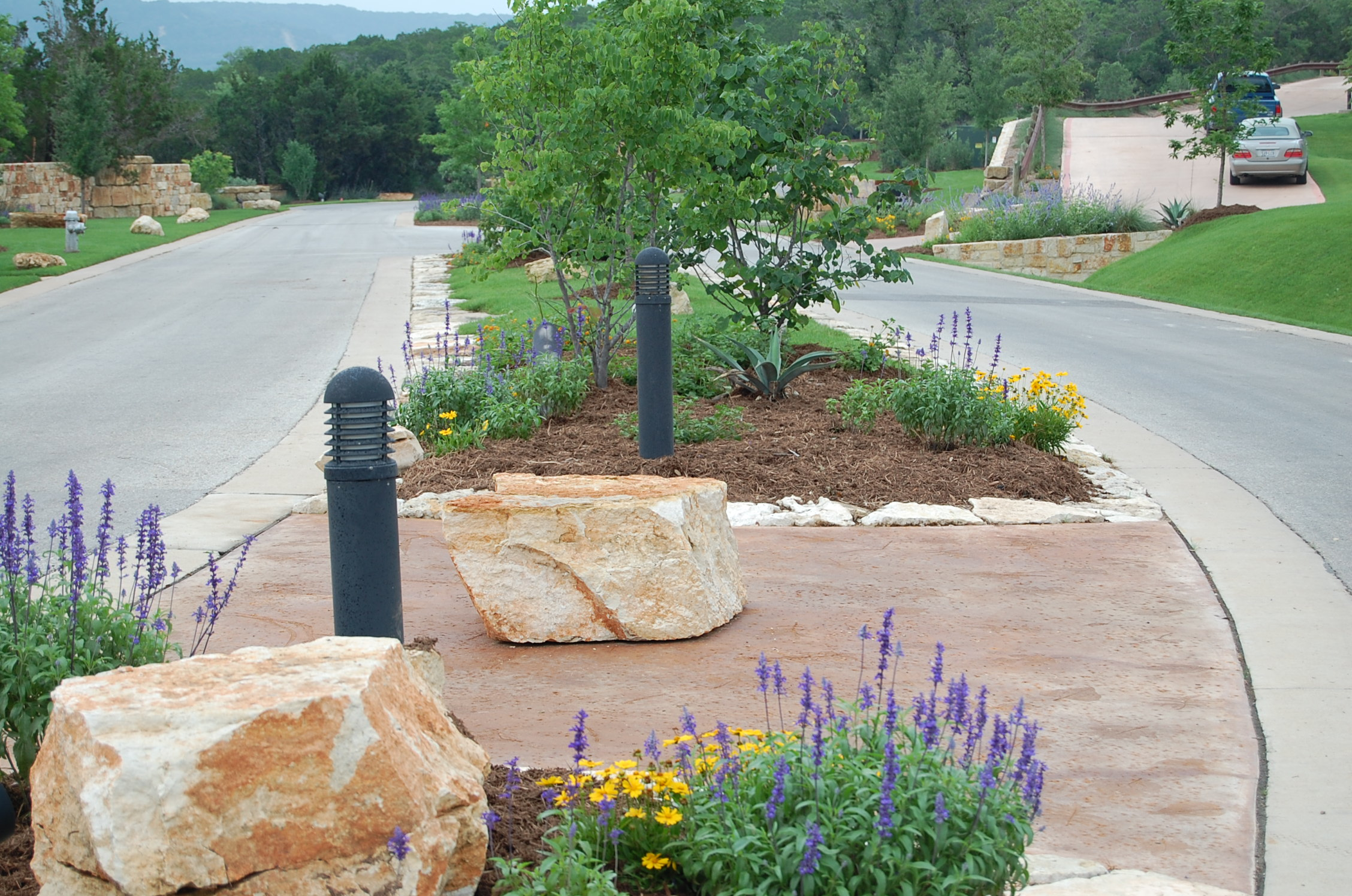 Landscaping Rock Vs Mulch : Mulch vs river rock decomposed granite which is the
